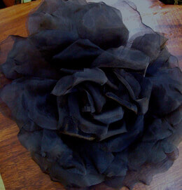 Vintage Rose Black 15in