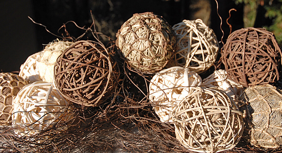 Natural Rattan Balls Light/Dark Brown 4in (Set of 4)