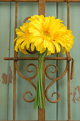 Gerbera Daisy Bouquet Artificial- Yellow 9.5in