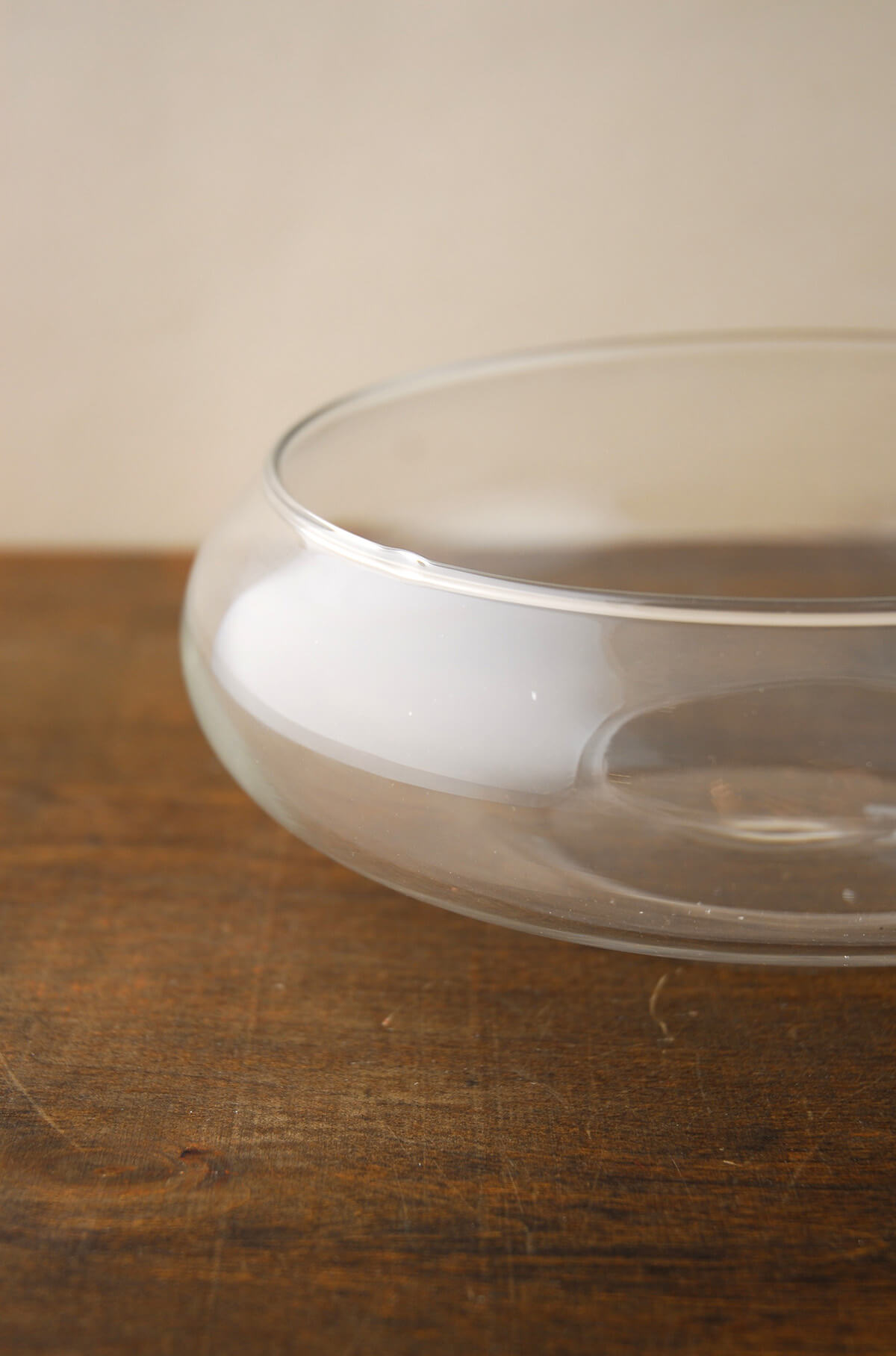 Floating candle glass bowls in case of