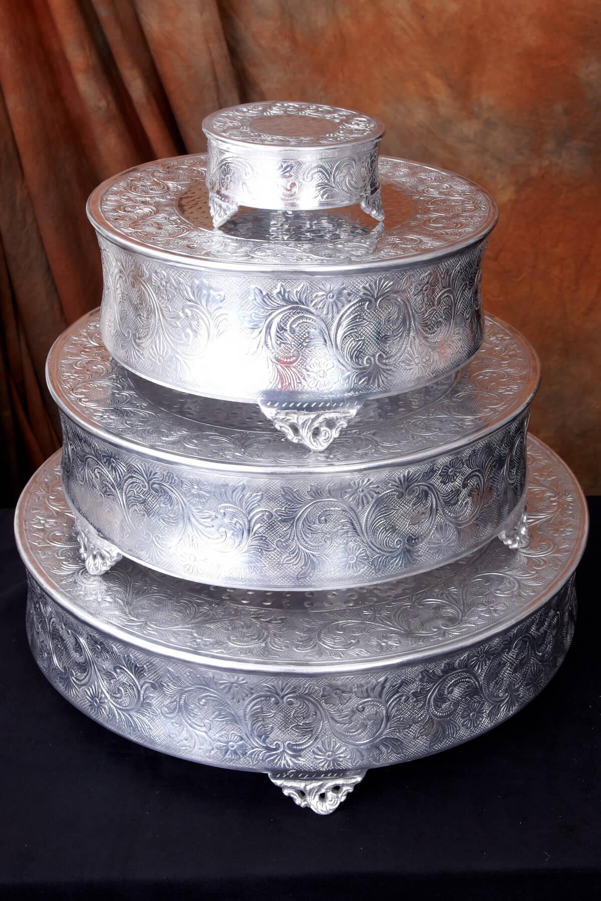 embossed classic 18 wedding cake plateau