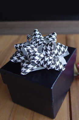 "Black Favor Boxes with Lid 2""x2""x2"", Set of 10"