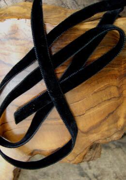 """Black Italian Double Face Velvet Ribbon 3/8"""" width 11.5 feet"""