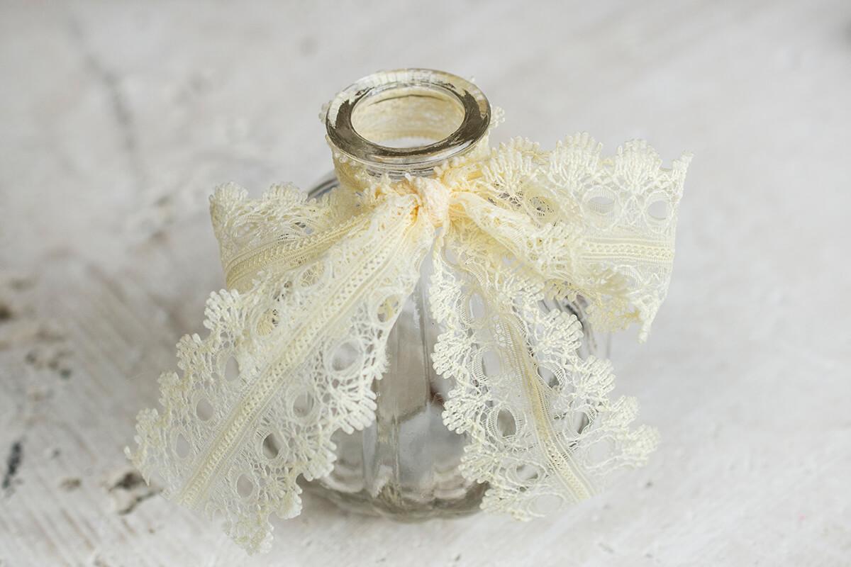 Lattice Glass Pear Favor Bottle Ivory Lace Bow