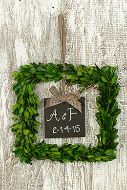Boxwood Wreath Square with Blackboard 8.5in