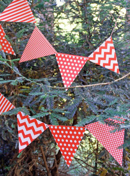 Bunting Banner Red Patterns (12 Pennants)