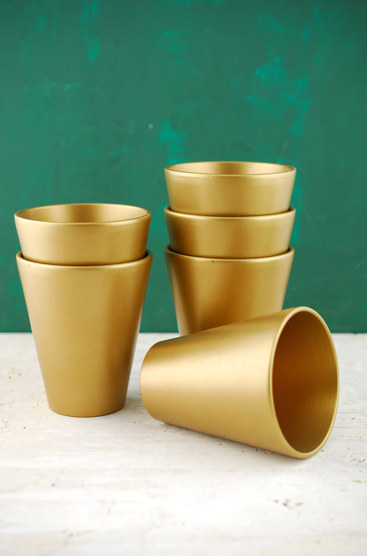 6 Ceramic Pot Tapered Gold 4.5in
