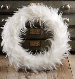 Feather Wreaths White 19in