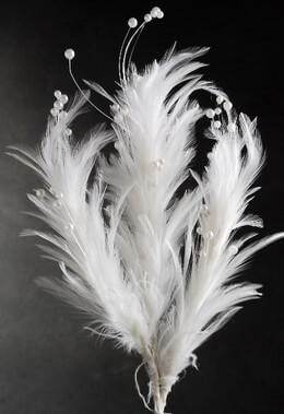 Feathers and Pearls Stem White 22 in