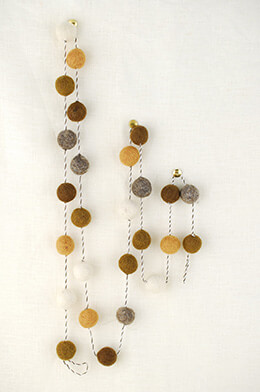 Felt Ball Garland Neutral 5ft
