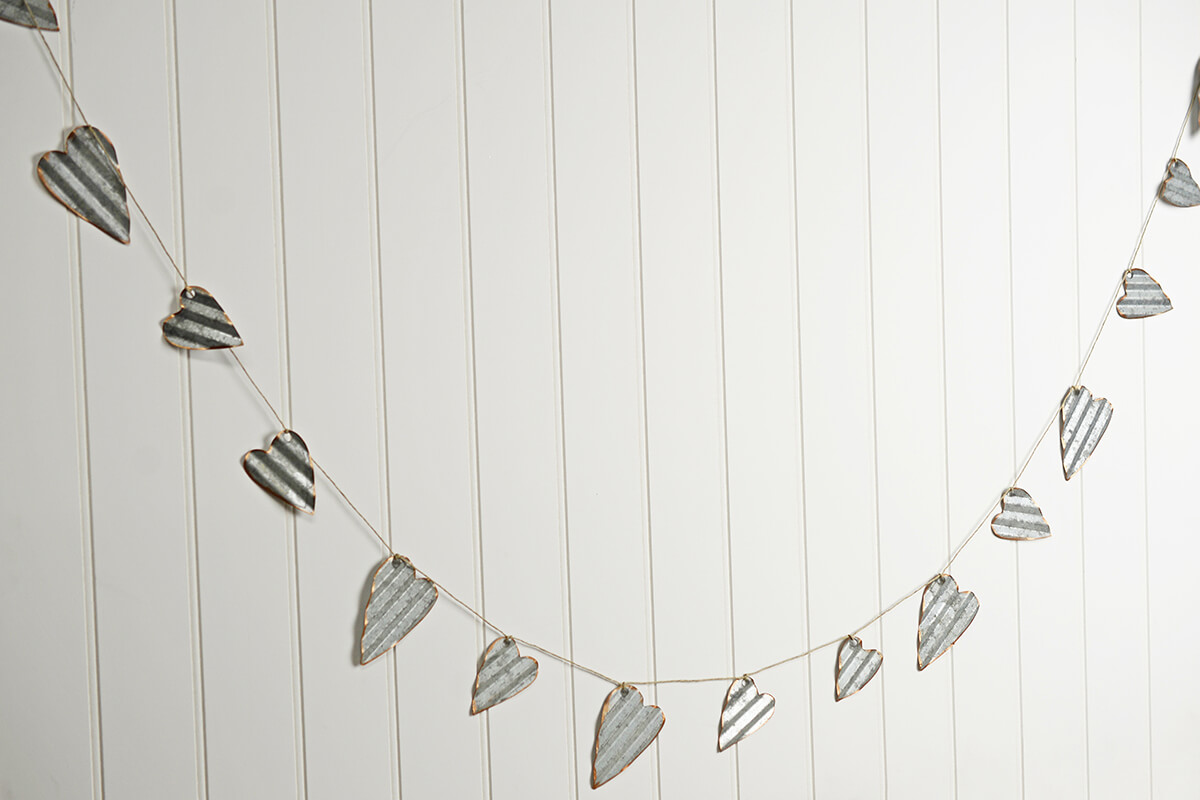 Zinc Heart Garland 6 FT