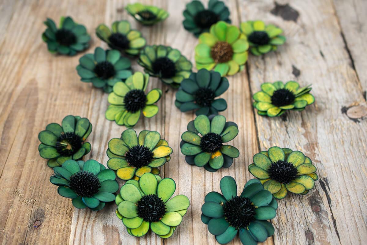 18 Handmade Green Palm & Thistle Daisy Flowers