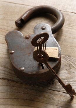 Iron & Brass Padlock w/ Two Keys