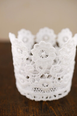 Tiny Lace Favor Basket