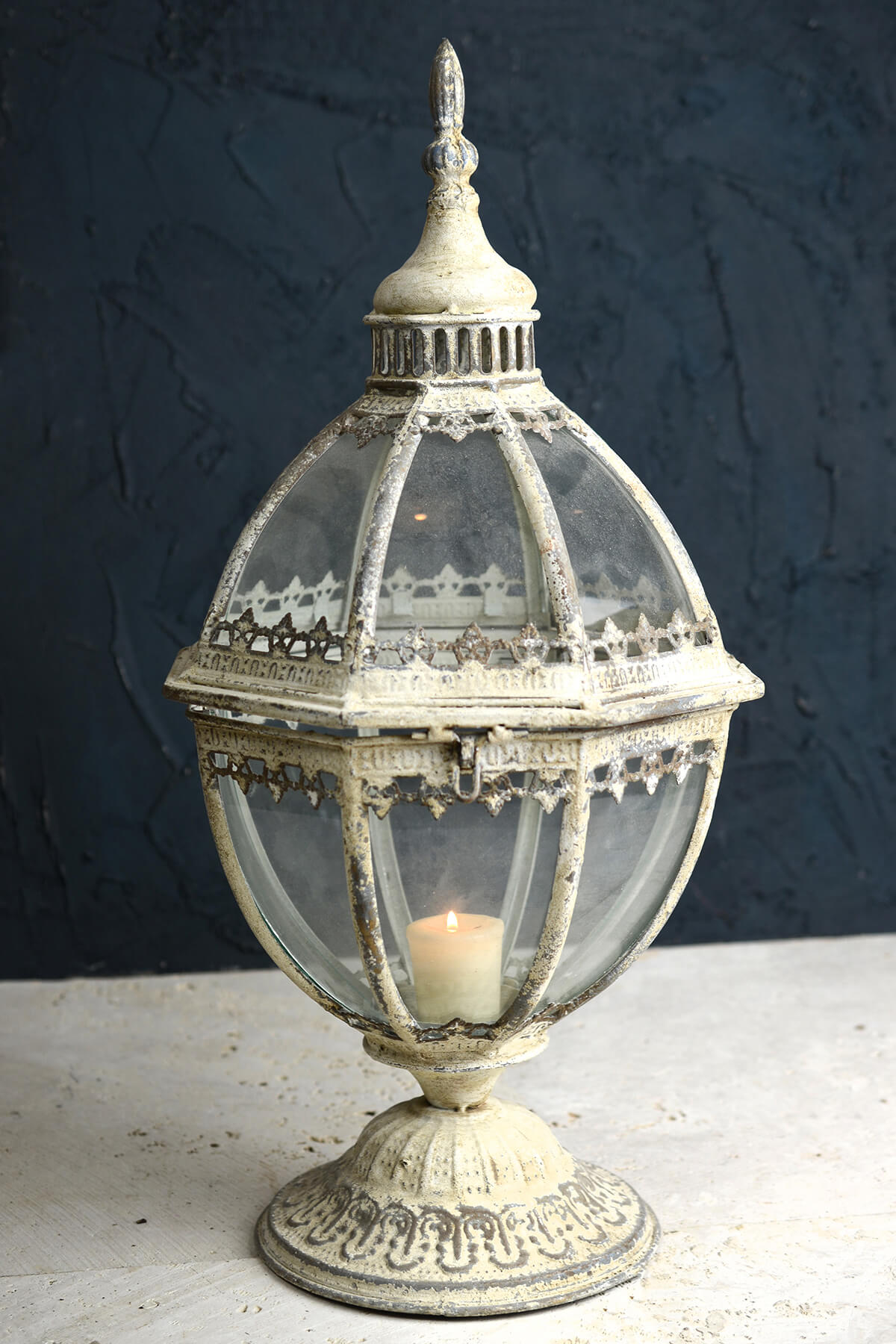 Laurel Metal and Glass Lantern 21.5in Ant.Wht