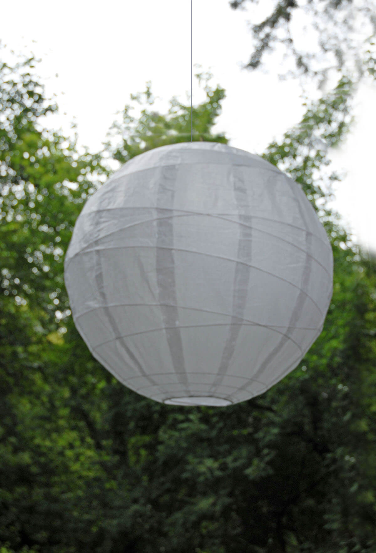 "Large White 24"" White Bamboo Criss Cross Ribbed Paper Lanterns"