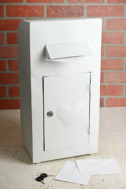 White Metal 20x10 Heart Mailbox Standing w/Lock & Keys