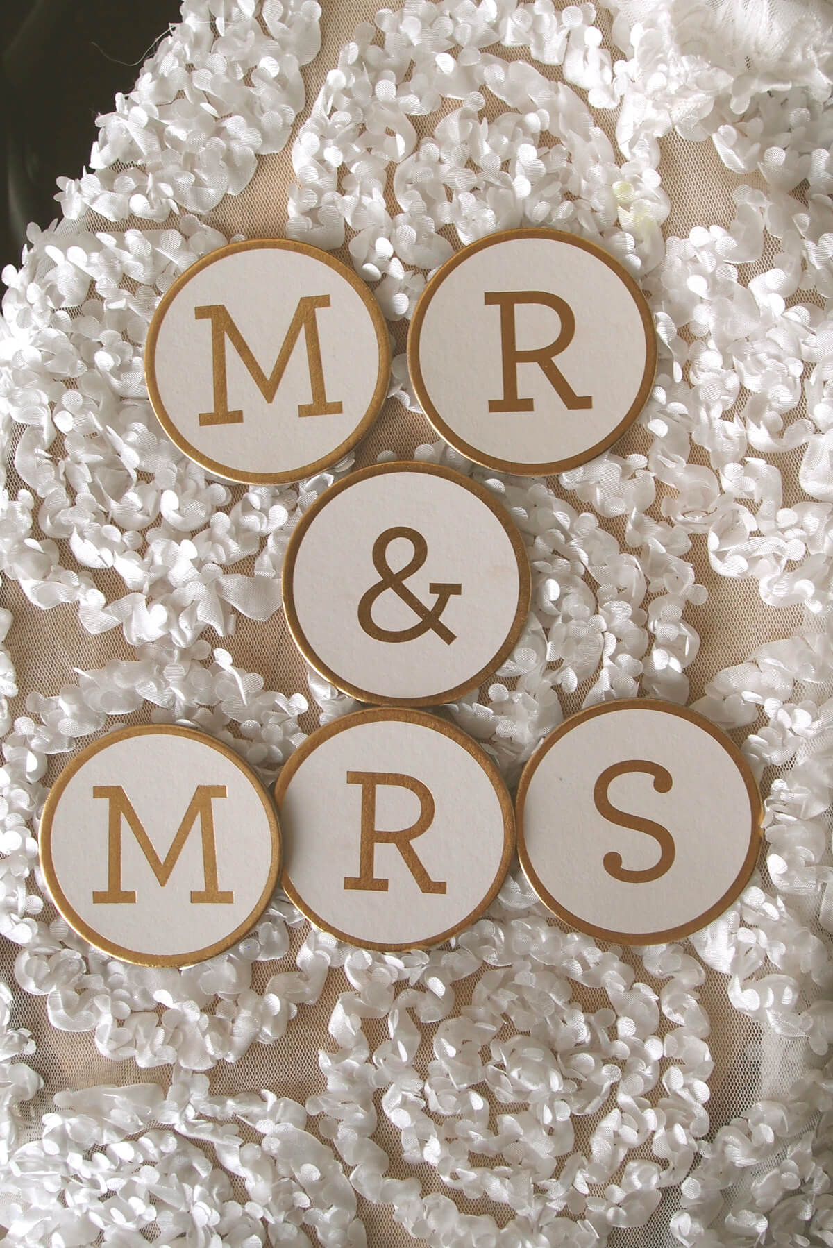 "Fancy Gold Foil Mr. & Mrs Medallions Round 2.5"", Extra ""S"""