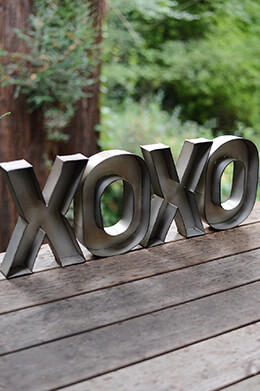 Metal XOXO Sign
