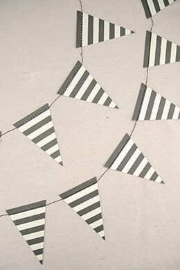 Mini Bunting Black & White (32 Pennants)