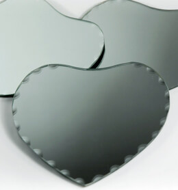 "Mirrors Centerpiece 6"" Heart with Scalloped Edge ( 24 mirrors)"