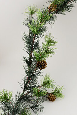Pine Garland with Pinecones 9ft