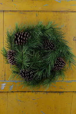Long Needle Pine Wreath with Pine Cones 24""