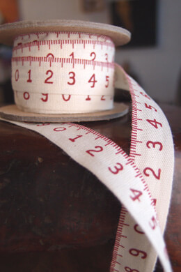 Printed Cotton Measuring Tape Ribbon  5/8in x 10yd Red & Ivory