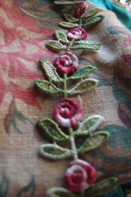 Embroidered Red Rose & Leaf Trim Ribbon 1in x 5yds