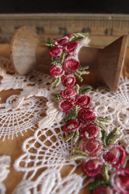 Red Rose Floral Embroidered Lace Trim