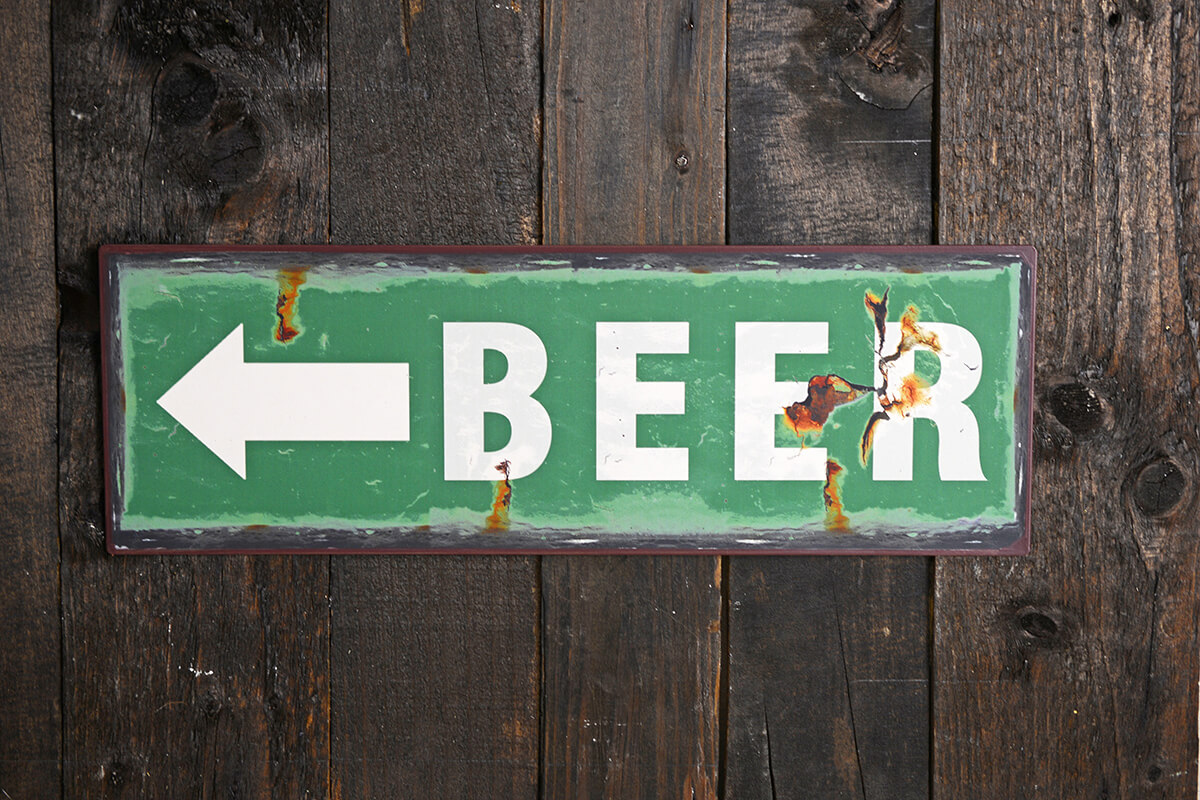 Metal BEER Sign with Arrow 5x15