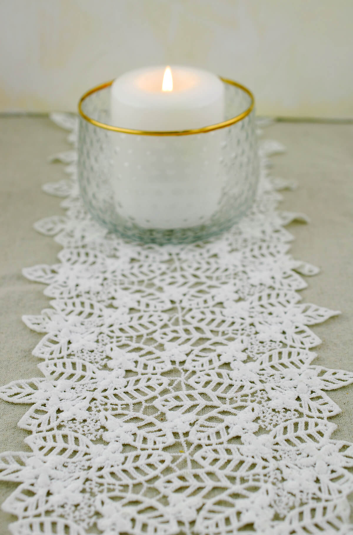 Table Runner Lace Ivory 96in