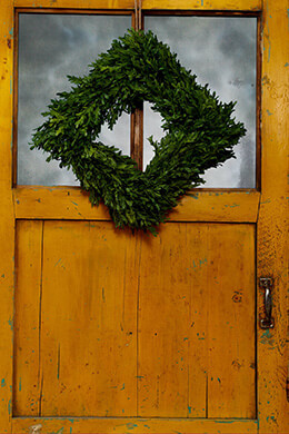 Tea Leaf Wreath 14in