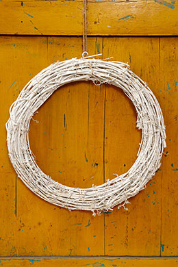 Twig Wreath White 14in