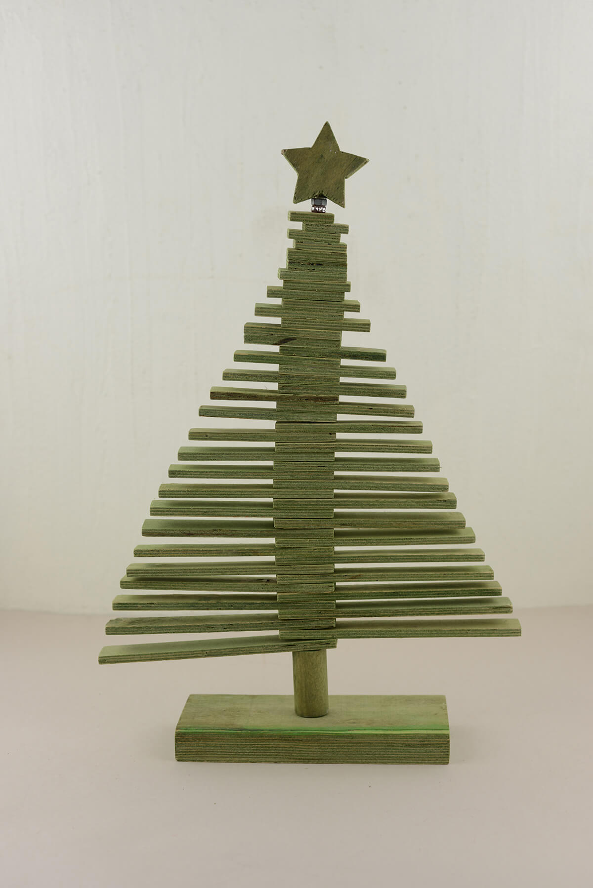 Wood Christmas Tree Green 1775in