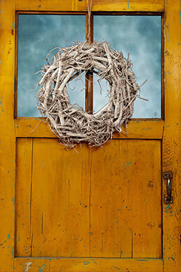Wood Wreath White 18in