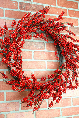 Deluxe Red Berry Holiday Wreaths 24in