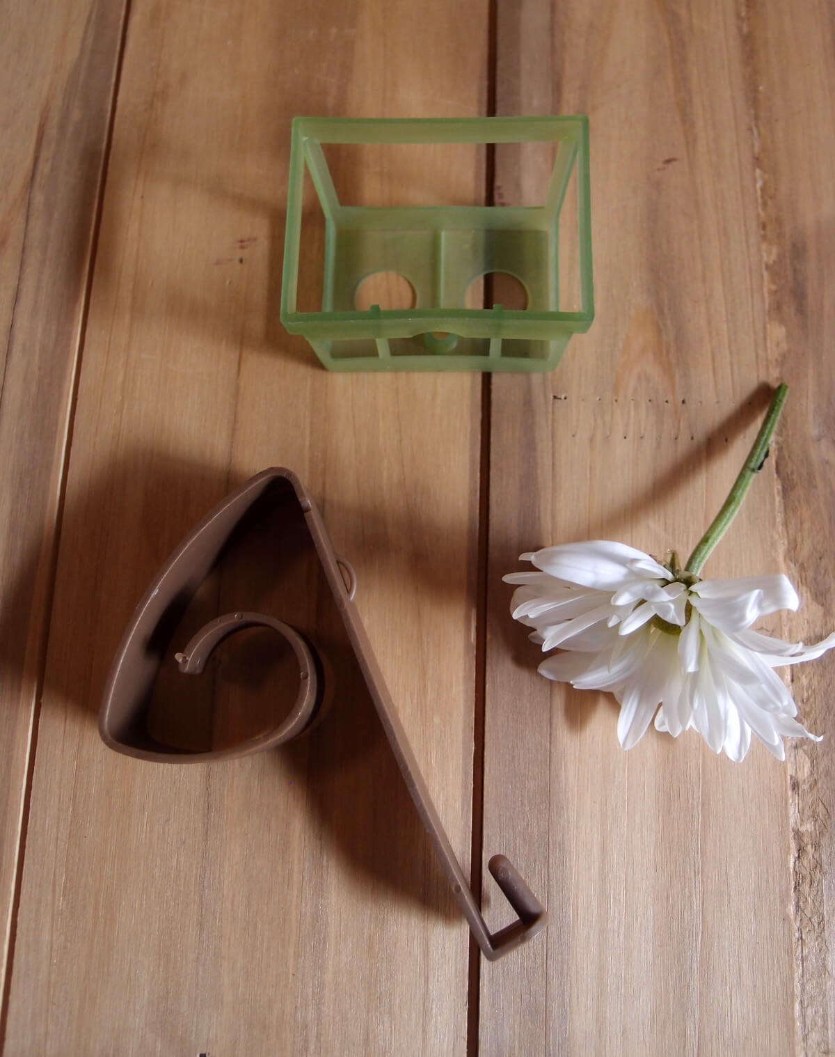 24 Small Pew Baskets with Clips