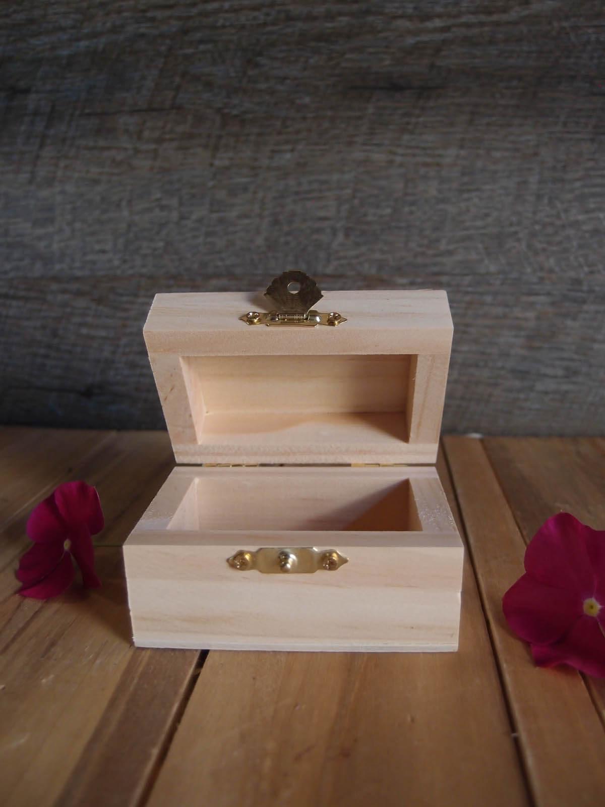 "Tiny Unfinished Wood Latched Box 3.25"" x 2.25"""