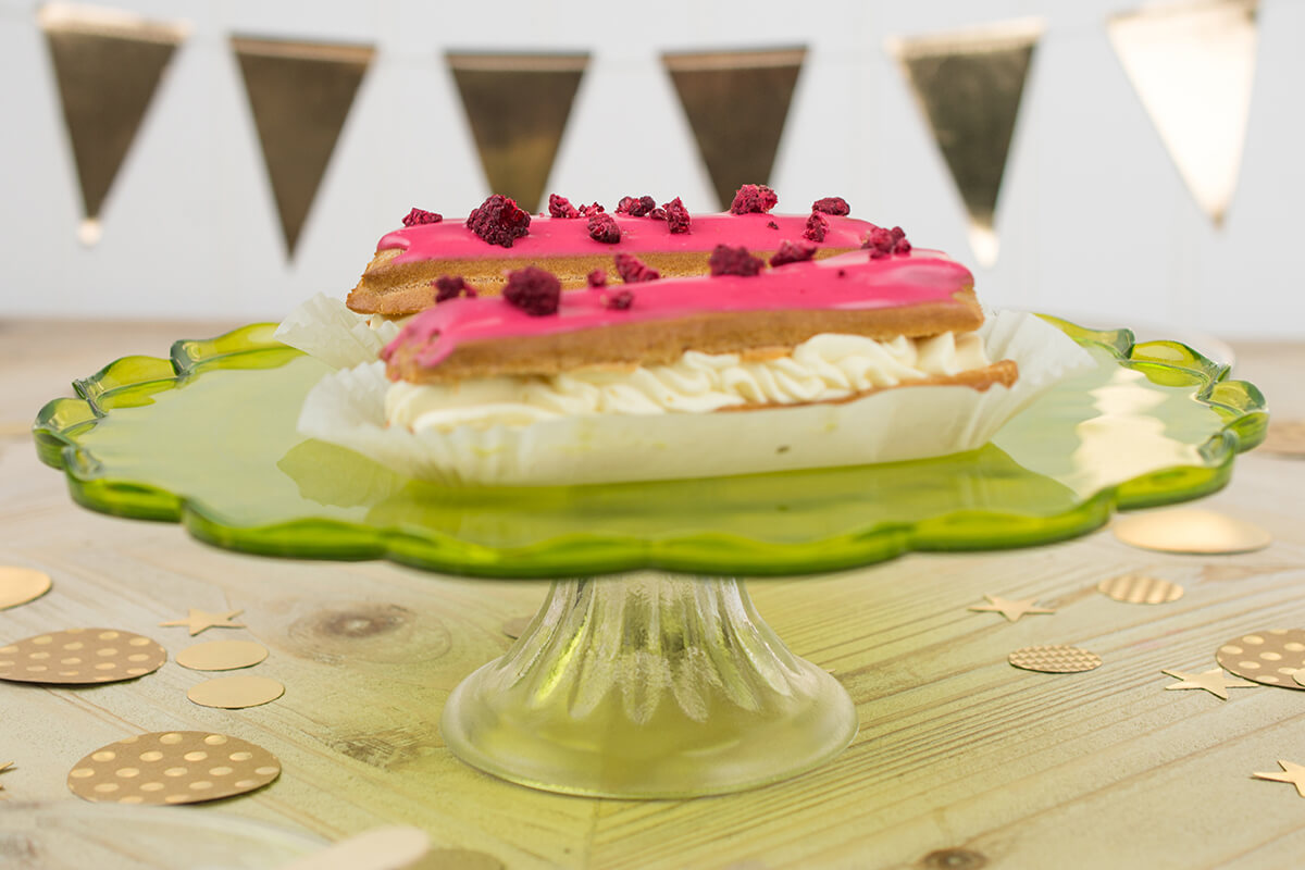 Pedestal Glass Scalloped Cake Stand, Fern Green