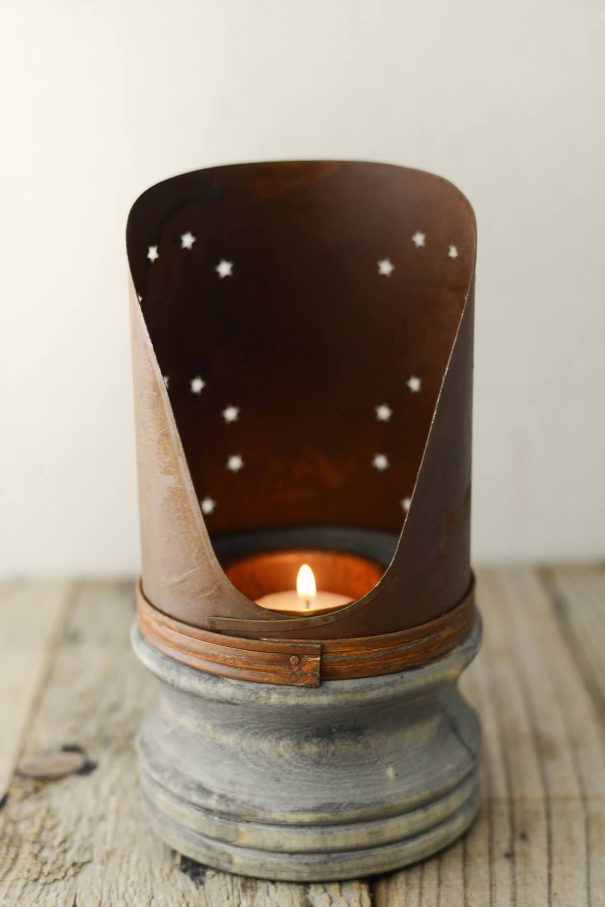 Rusty Candle Holder 7 75in