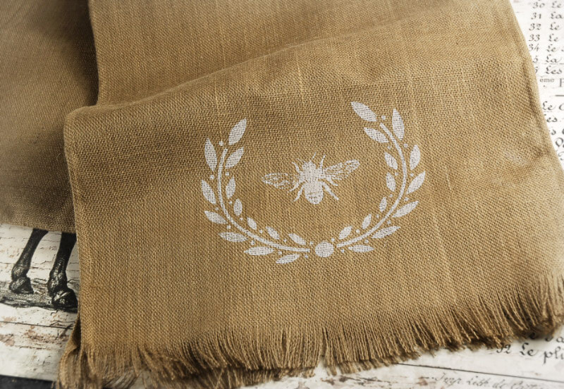 Wreath bee burlap table runner 18 x 96 for Save on crafts burlap