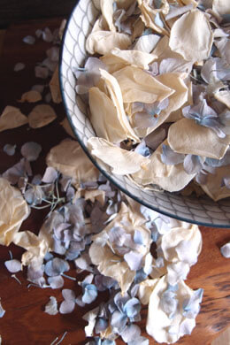 Something Blue Mix, Blue Hydrangea Petals & Ivory Rose Petals Freeze Dried - 5 cups