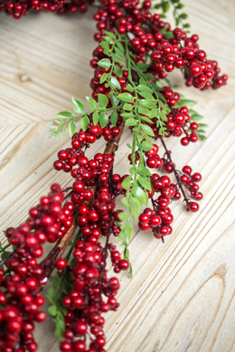 Deluxe Red Berry Garland 5Ft