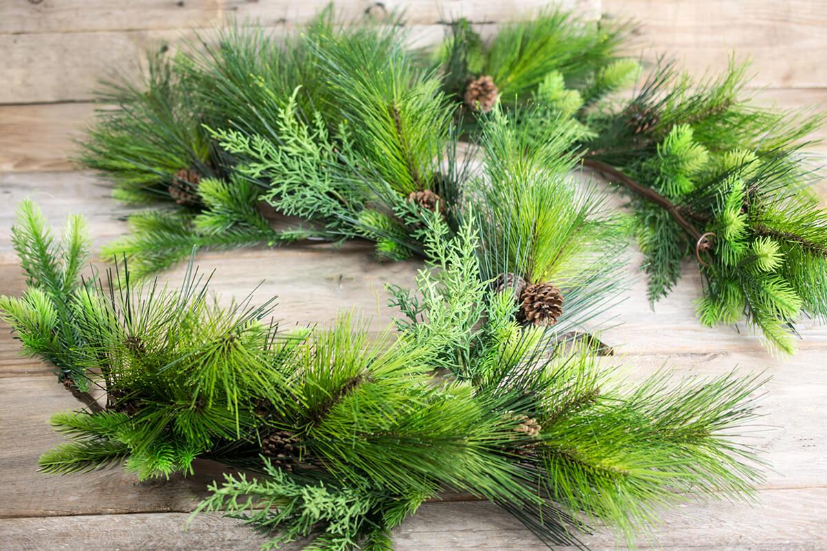 Outdoor Pine Garland with Pine Cones 6 FT