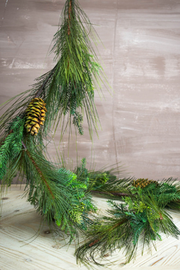 Deluxe Pine Garland with Natural Pine Cones 6 FT