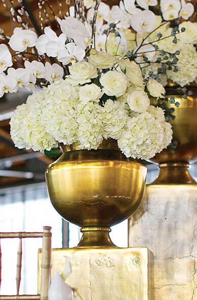 Agra Large Gold Metal Urn Vase 15 25 Quot X 15 75