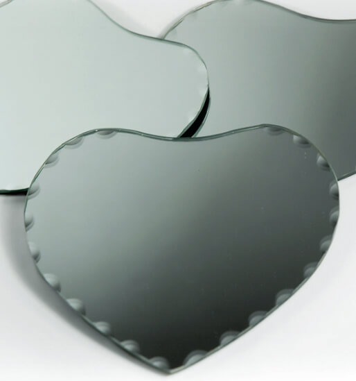 """24 - 6"""" Scalloped Edge Glass Heart Table Mirrors with Felted Feet"""