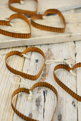 "6 Rusty Corrugated 3""  Metal Hearts"