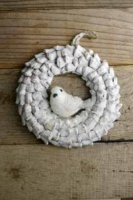 "White Pine Cone 6"" Wreath with Bird Ornament"